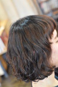 短い前髪はパーマで